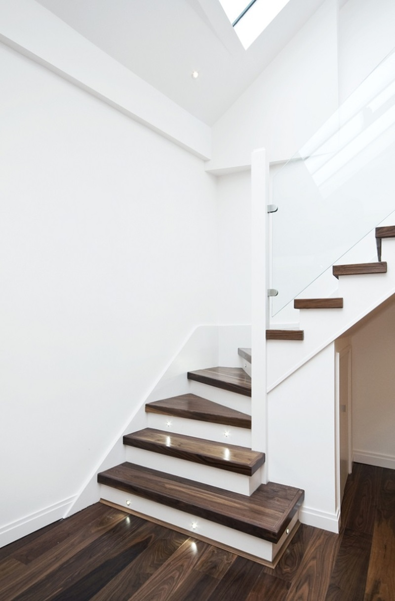 Floating Staircase  - Enhance The Looks of Your Home with The Floating Staircase