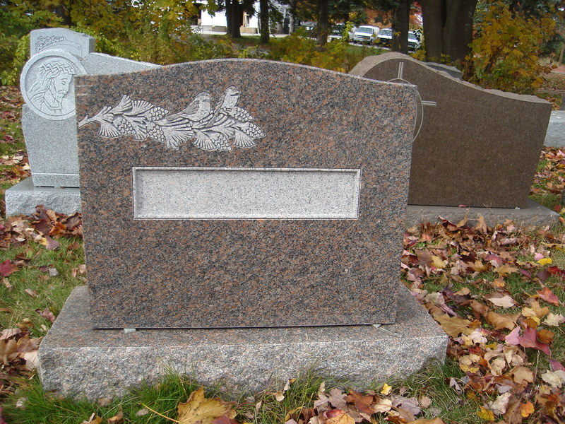 Helpful Tips For Choosing The Finest Plaques For Headstones